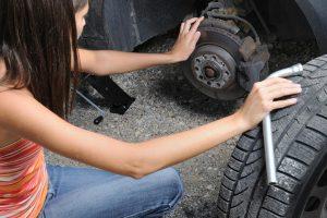 Neumáticos: ¿qué hacer si se revienta uno?
