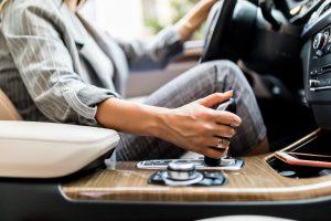 Estatura y seguridad. Tips para elegir el auto según tu altura